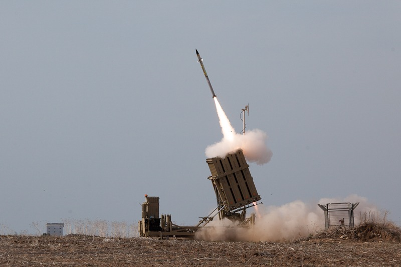 Flickr_-_Israel_Defense_Forces_-_Iron_Dome_Intercepts_Rockets_from_the_Gaza_Strip.jpg